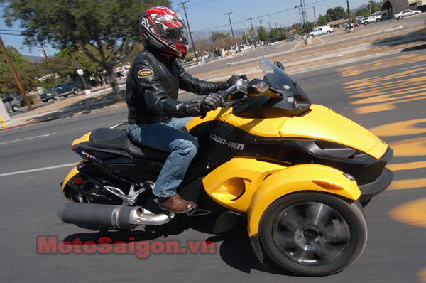 Can-Am_Spyder_right_urban.jpg