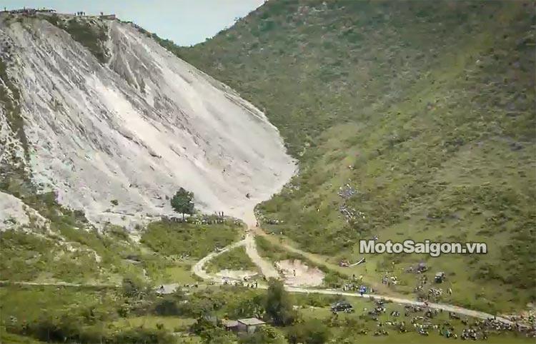 dua-xe-cao-cao-motorcross-leo-doc-da-trang-thung-khe-motosaigon-3.jpg