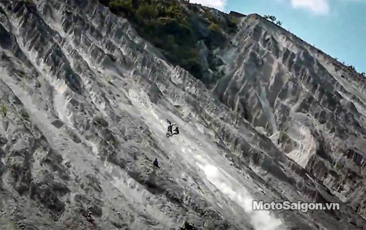 dua-xe-cao-cao-motorcross-leo-doc-da-trang-thung-khe-motosaigon-4.jpg