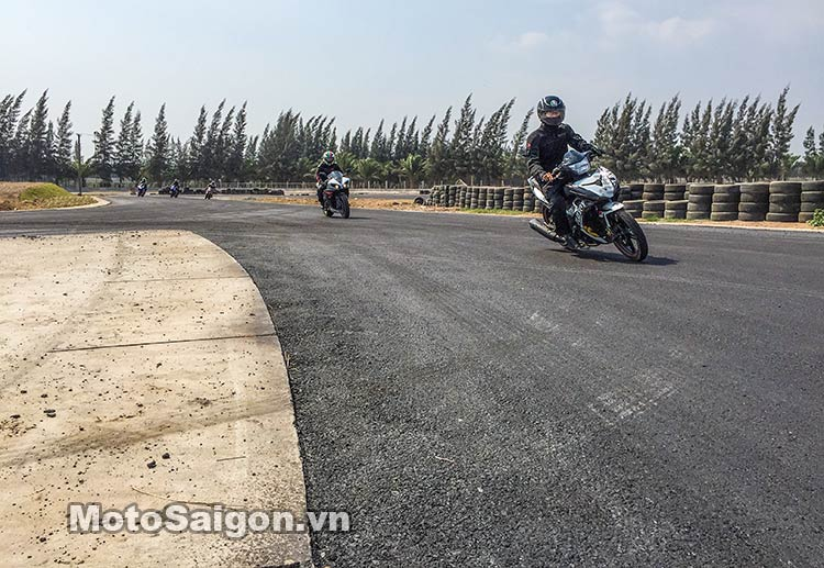 exciter-150-test-truong-dua-happy-land-moto-saigon-7.jpg