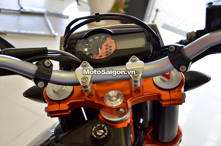 ktm-690-smc-motosaigon-10.jpg