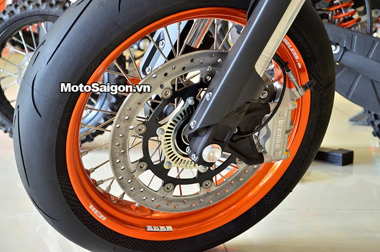 ktm-690-smc-motosaigon-3.jpg