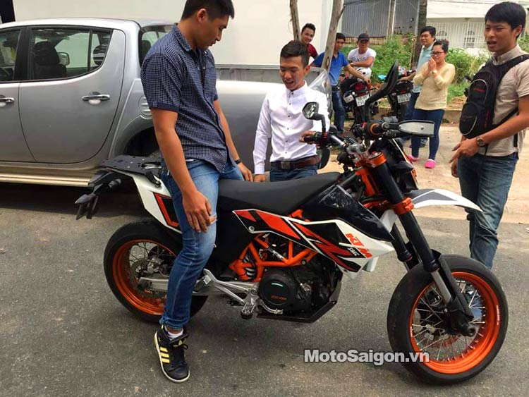 ktm-690-smc-r-moto-saigon-1.jpg