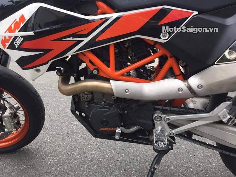 ktm-690-smc-r-moto-saigon-12.jpg