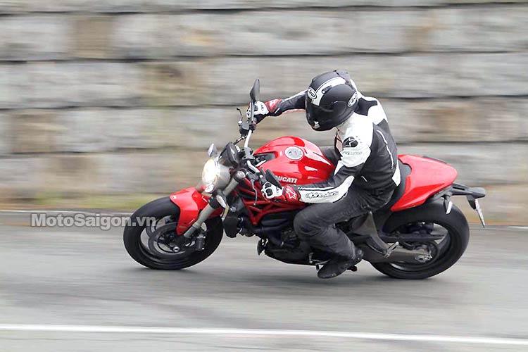 monster-821-2016-moto-saigon.jpg
