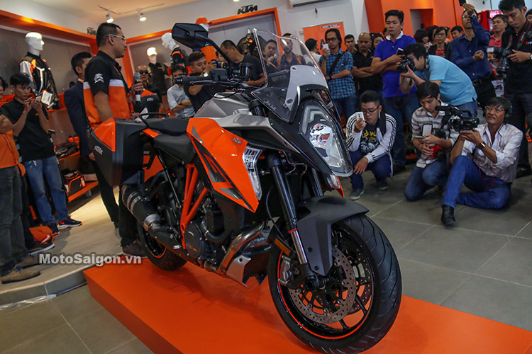 gia-ktm-1290-super-duke-gt-motosaigon-21