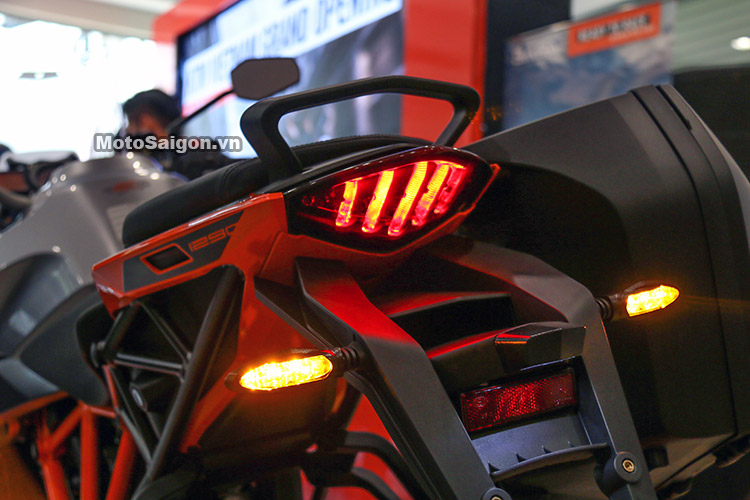 gia-ktm-1290-super-duke-gt-motosaigon-3