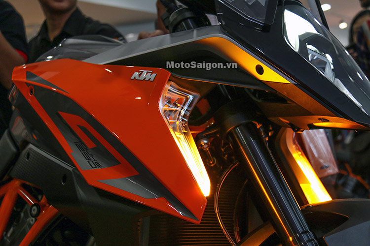 gia-ktm-1290-super-duke-gt-motosaigon-9