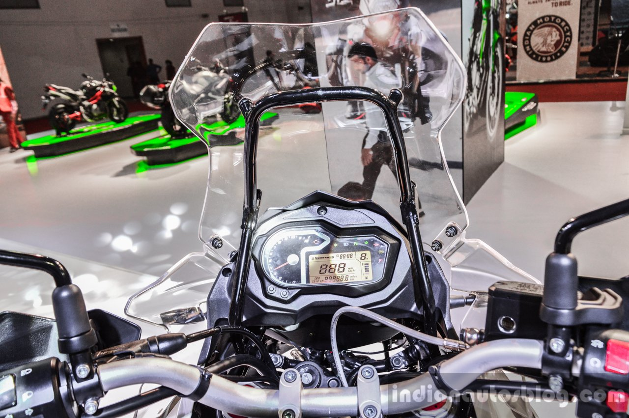 benelli-trk-502-instrument-console-at-auto-expo-2016