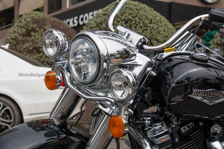danh-gia-xe-harley-road-king-dong-co-milwaukee-eight-107-motosaigon-2