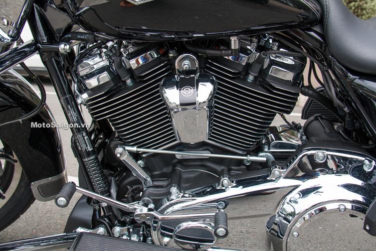 danh-gia-xe-harley-road-king-dong-co-milwaukee-eight-107-motosaigon-4