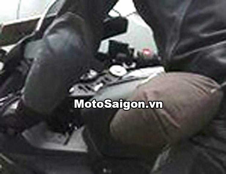yamaha-r15-v3-2017-hinh-anh-thong-so-gia-ban-motosaigon-1