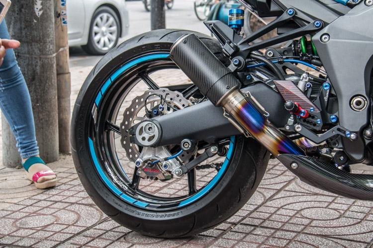 z1000-xanh-nhom-xuoc-do-choi-khung-motosaigon-2