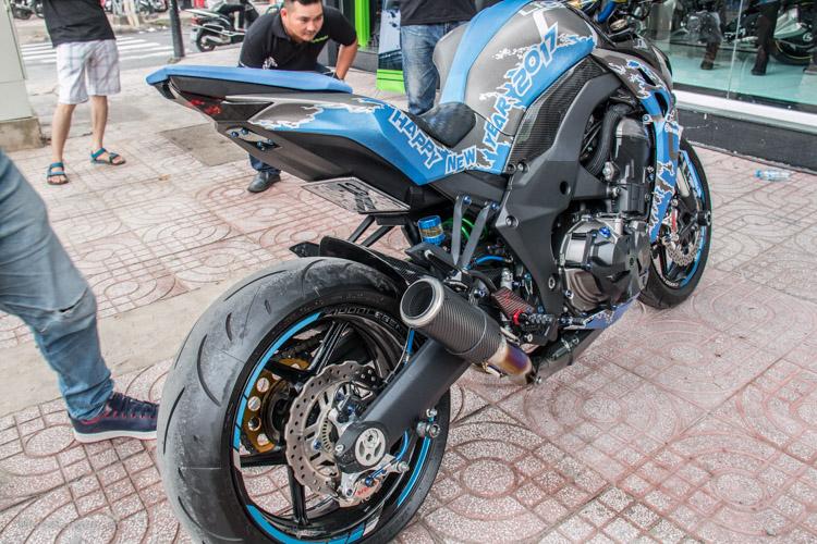 z1000-xanh-nhom-xuoc-do-choi-khung-motosaigon-8