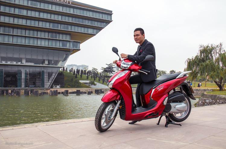 hinh-anh-sh300i-2016-gia-ban-phan-anh-hoang-thuy-motosaigon-2