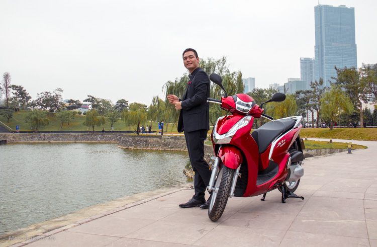 hinh-anh-sh300i-2016-gia-ban-phan-anh-hoang-thuy-motosaigon-3