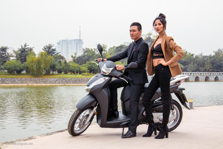 hinh-anh-sh300i-2016-gia-ban-phan-anh-hoang-thuy-motosaigon-5
