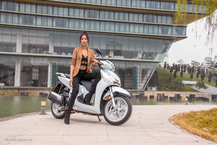 hinh-anh-sh300i-2016-gia-ban-phan-anh-hoang-thuy-motosaigon-9