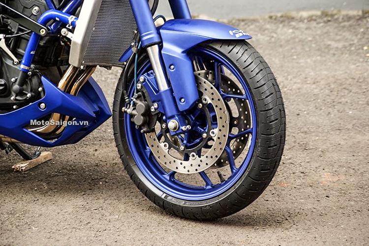 Ngắm Yamaha MT-03 độ đầu đèn & bánh lớn cực chất của biker nước ngoài-13